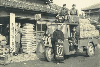 1955年(昭和30年) 初代 惣吾(車前) 敦(上部右)